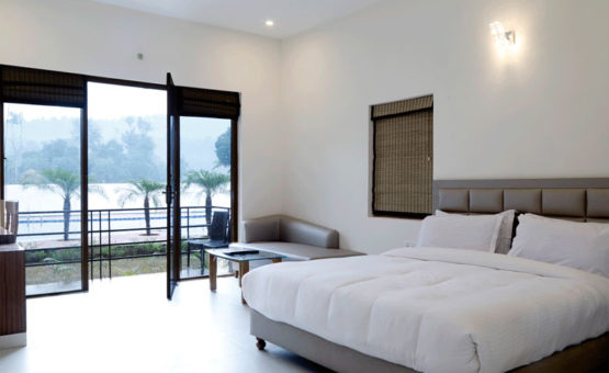 Corbett Panorama Resort - POOLVIEW SUITE pool view 555x340